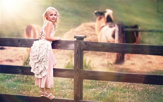 Fond d'écran Enfant mignon, petite fille, robe blanche, d'une clôture