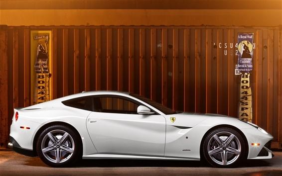 Обои Ferrari F12 белый суперкар вид сбоку