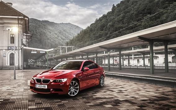 壁紙 BMW M3 E92クーペ赤い車、鉄道駅
