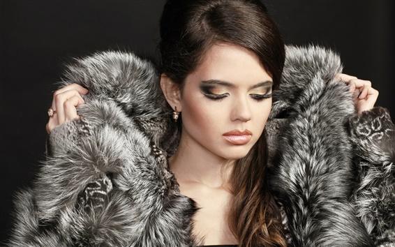 Обои Модель девушка, макияж, закрыла глаза, пальто