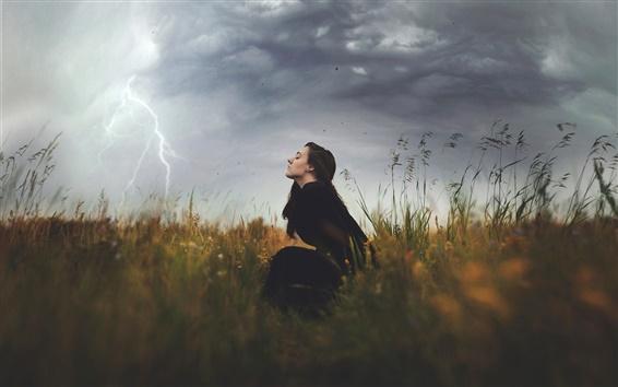 Обои Природа, гроза, облака, девушка, трава, молнии