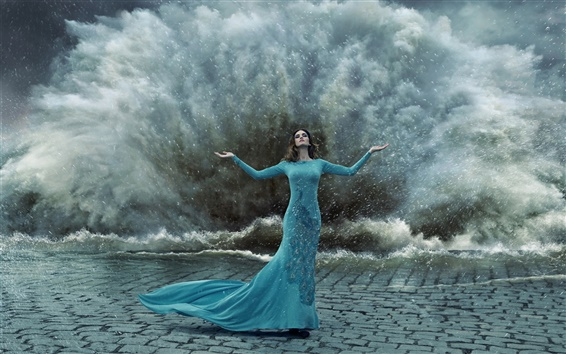 壁紙 ブルー孔雀のドレスの女の子、ジェスチャー、嵐、水のスプラッシュ