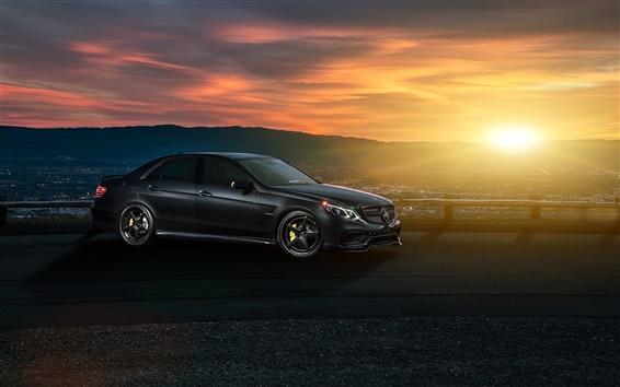 壁紙 メルセデス·ベンツE63 AMG S黒い車、日没