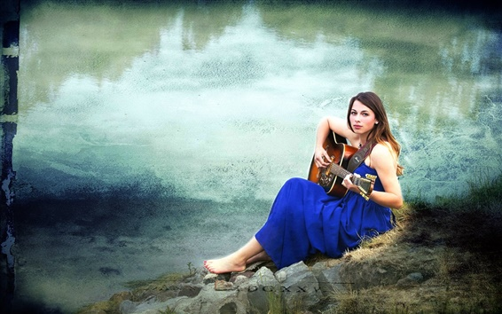 Fond d'écran Guitare fille, robe bleue, la musique, étang