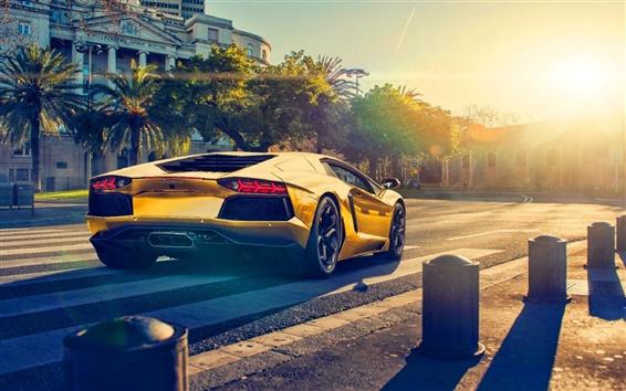 Обои Lamborghini Aventador LP700-4 золотой цвет автомобиля, закат