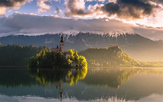 Обои Словения, озеро Блед, утром, горы, Альпы, небо, облака