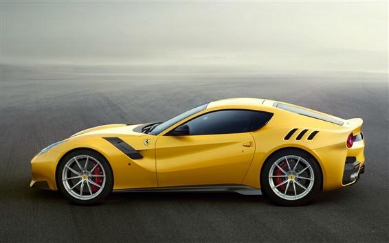 Обои Ferrari F12 желтый суперкар вид сбоку