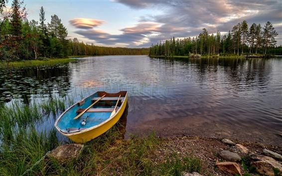 Fond d'écran Hedmark Fylke, Norvège, forêt, rivière, bateau, rochers, arbres, nuages