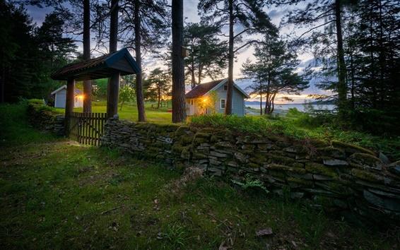 Fond d'écran Norvège, Ostfold, clôture, rochers, herbe, arbres, maisons, les lumières, le lac