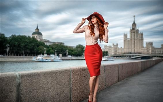 Fond d'écran Belle fille rouge de cheveux, portrait, chapeau, chemise, jupe, Moscou
