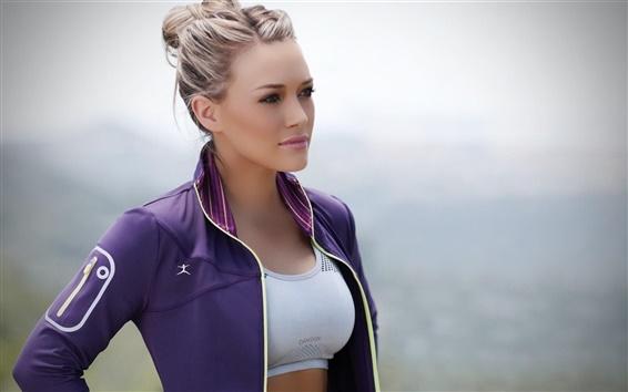 Fond d'écran Jeune fille blonde, sourire, robe violette