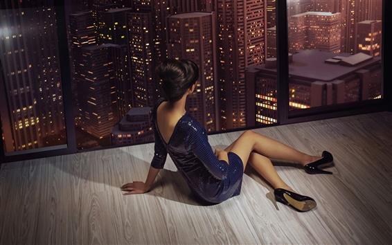Обои Девушка сидит у окна, ноги, поза, города