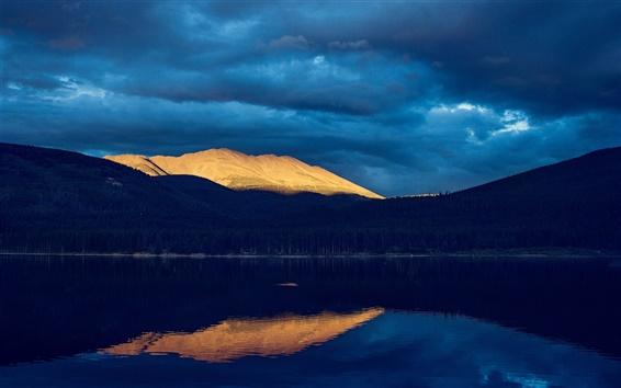 Papéis de Parede Lago, montanhas, noite, nuvens, sol, floresta, reflexão da água