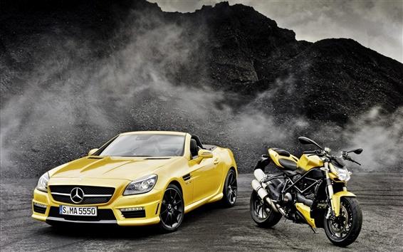 Обои Mercedes-Benz SLK-класса R172 желтый автомобиль, мотоцикл Ducati