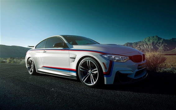 Обои BMW M4 купе, белый автомобиль вид сбоку