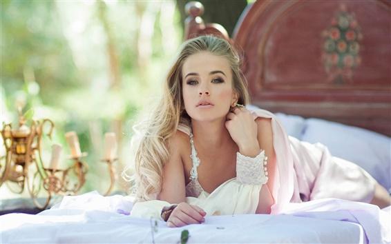 Обои Красивая невеста, белое платье, кровать, боке