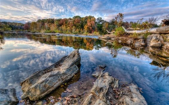 Обои Голубое небо, облака, озеро, деревья, камни, осень