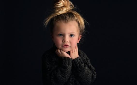 Fond d'écran Mignon petite fille, portrait, blonde, fond noir