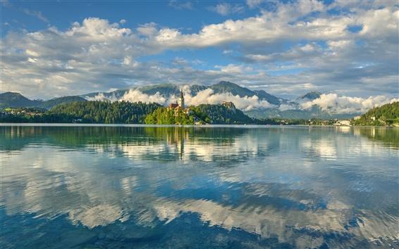 Fond d'écran Slovénie, Lac Bled, réflexion de l'eau, Alpes juliennes, église, arbres, nuages