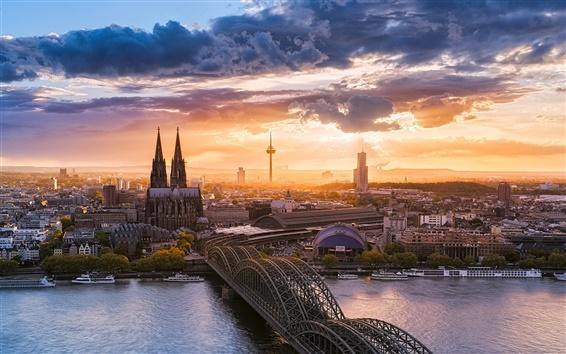Fond d'écran Belle ville de Cologne, Allemagne, coucher de soleil, pont, rivière, maisons, ciel, nuages