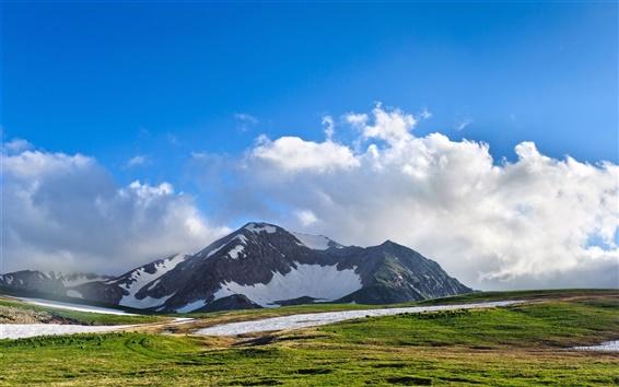 Papéis de Parede Montanhas, neve, grama, belas montanhas, nuvens, céu azul