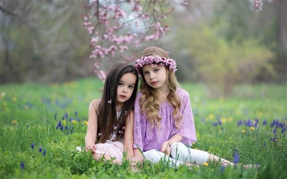 Papéis de Parede Duas meninas bonitos, natureza, grama