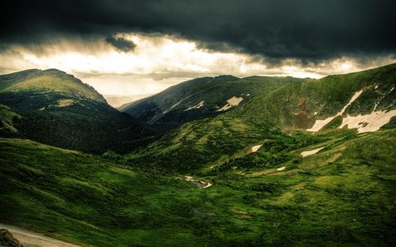 Fond d'écran Montagnes, collines, arbres, prairie verte, nuages