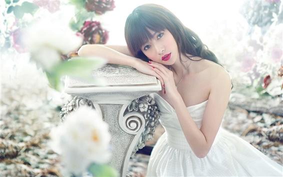 Fond d'écran Robe blanche fille asiatique, lèvre rouge, posture, fleurs