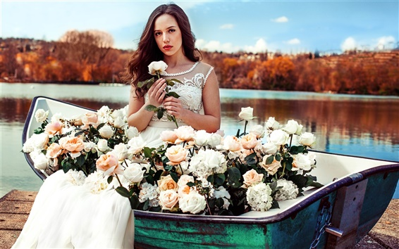 Fondos de pantalla niña de vestido blanco en barco, flores color de rosa