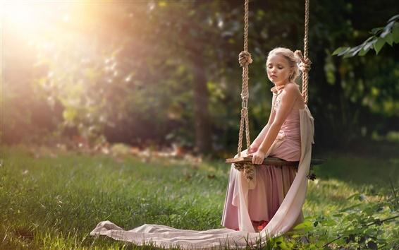 Papéis de Parede menina bonito senta-se no balanço, sol, verão