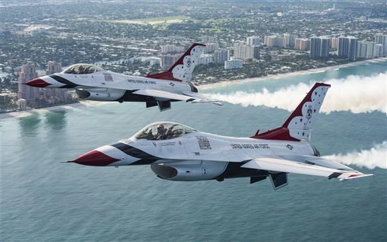 Fondos de pantalla el vuelo de combate F-16 de Thunderbird en el cielo