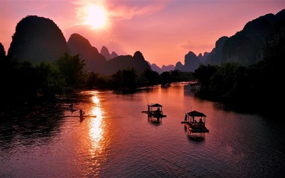 Обои Красивый пейзаж Яншо, Гуйлинь, Китай, закат, горы, река, лодки