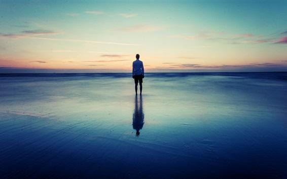 壁紙 海岸、ビーチ、海、夕暮れ、男