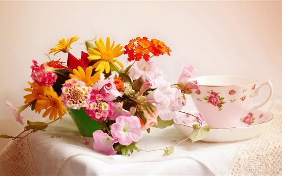 Fond d'écran mobilier de fleurs, maison, bouquet, vase, tasse de thé