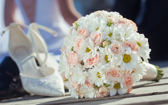 Обои Свадебные цветы, букет, розовые розы и белые ромашки, обувь