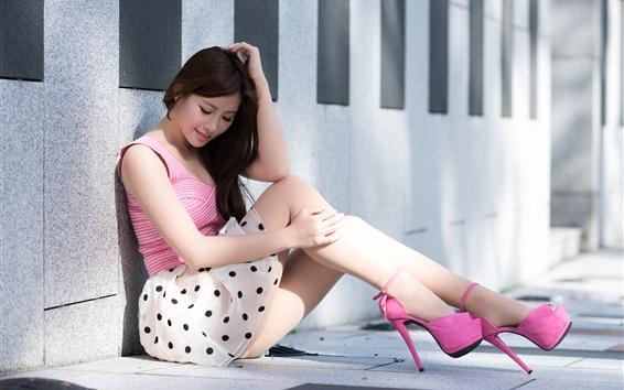 배경 화면 아시아 여자 바닥에 앉아에게, 스커트, 다리, 발 뒤꿈치, 여름