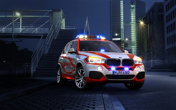 Wallpaper BMW X5 xDrive30d police car at night