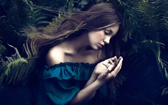 Обои Голубое платье девушки сон, папоротники, боке
