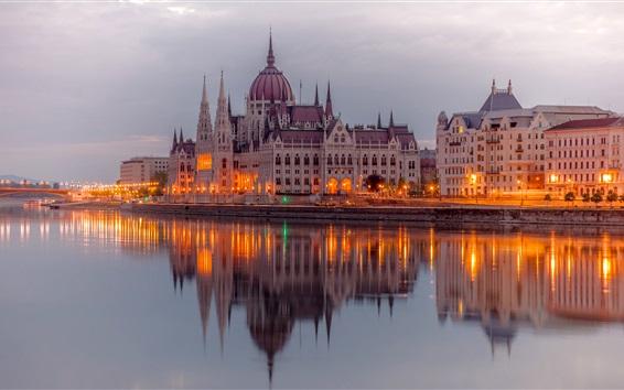 Fond d'écran Budapest, Hongrie, Danube, édifices du Parlement, les lumières, le soir