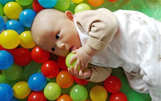 Обои Красочные игровые шары, радость милый ребенок