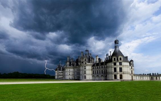 Fond d'écran France, Château de Chambord, la foudre, nuages, herbe, château