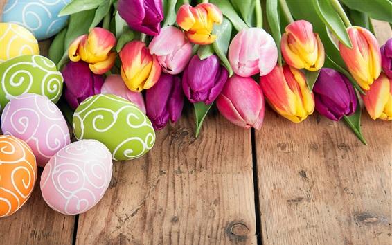 Fondos de pantalla Feliz Pascua, huevos de colores, hermosas flores, tulipanes, primavera