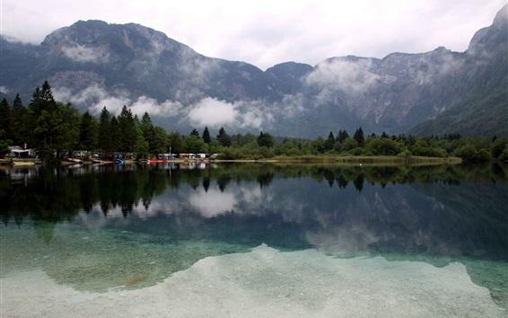 Papéis de Parede Lake Bohinj, Eslovénia, árvores, montanhas, nuvens