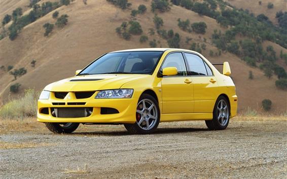 Обои Mitsubishi Lancer Evolution VIII желтый автомобиль