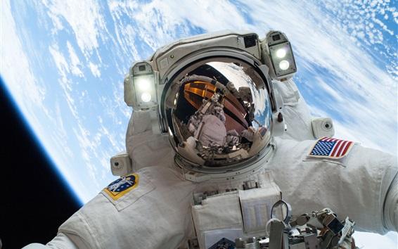 Обои Астронавт НАСА в космосе