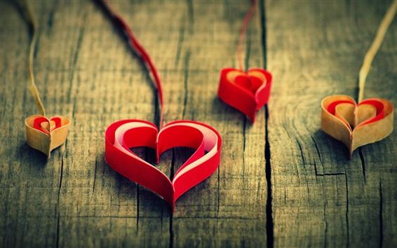 Fond d'écran Origami art, papier, coeurs rouges d'amour, fond en bois