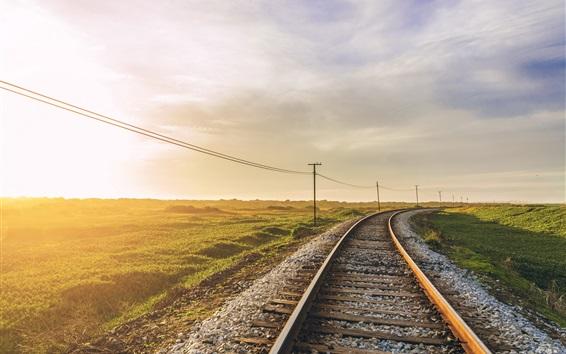 Обои Железная дорога, утро, солнечный свет, трава, линии электропередач