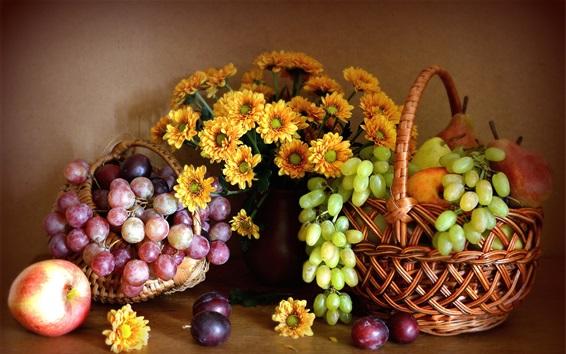 Обои Натюрморт, хризантемы, красный и зеленый виноград, яблоки, груши, фрукты