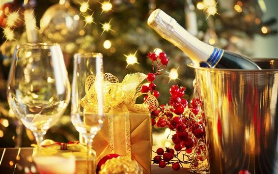 Обои Новый год, шампанское, стеклянные чашки, подарок, ягоды, блики