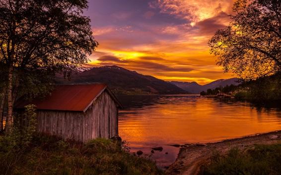 壁紙 ノルウェー、家、木、湖、日没、赤い空